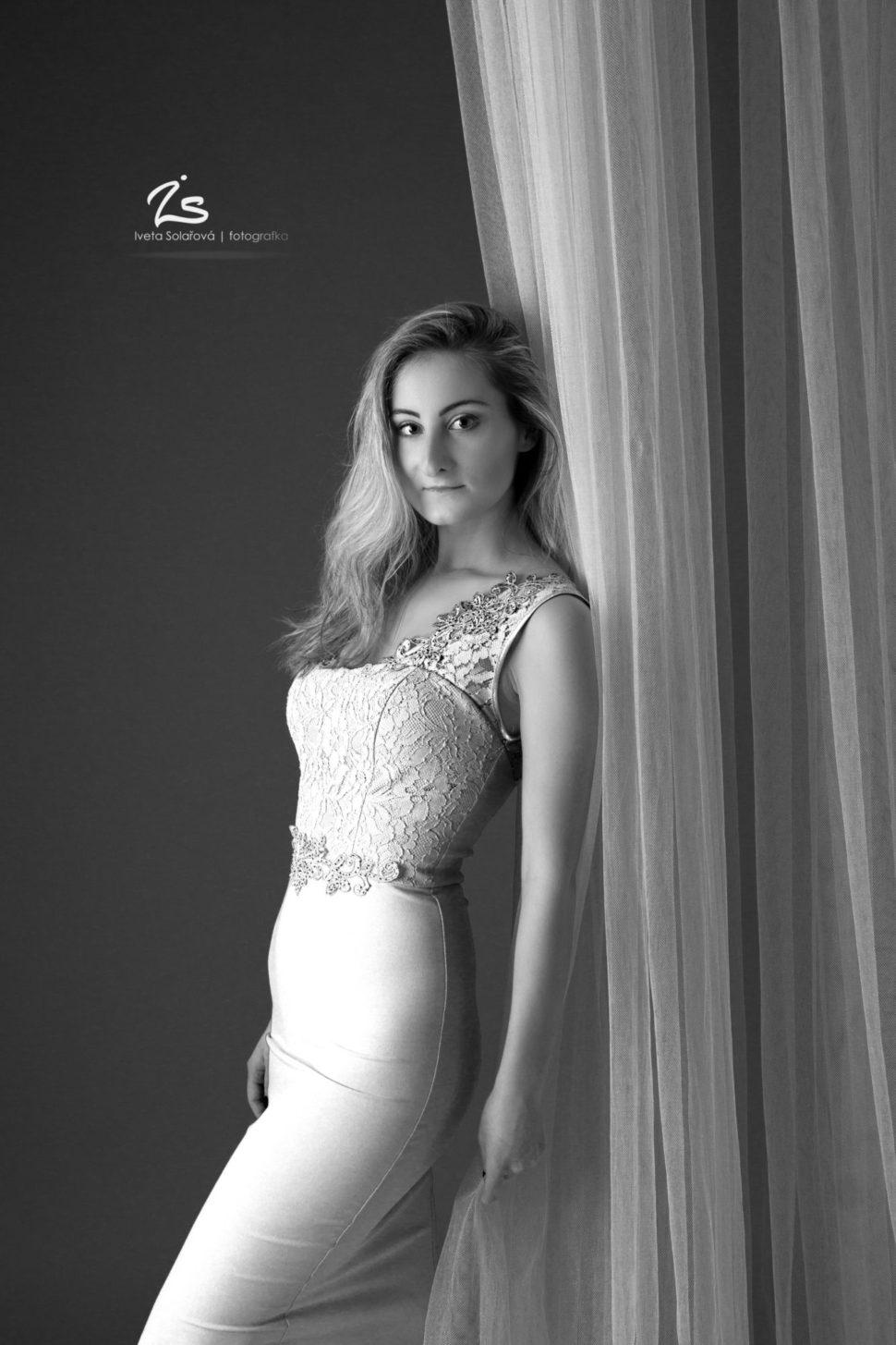 Krásná žena černobílé focení Iveta Solařová